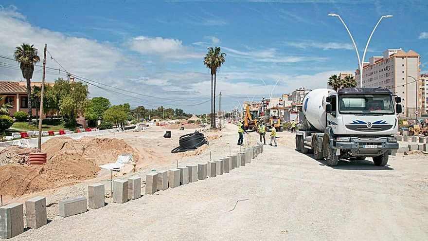 La urbanización de Equipamientos de la playa se retrasa tres meses