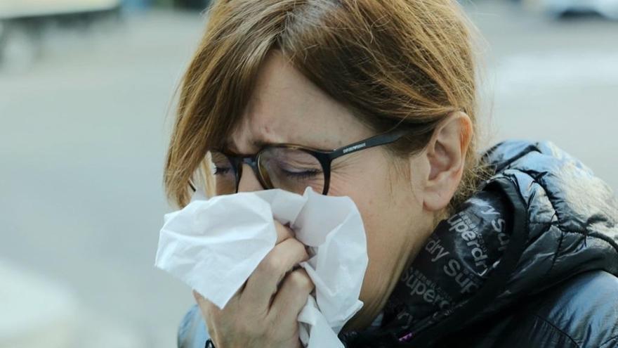 La gripe dobla su presencia y roza el umbral de la epidemia