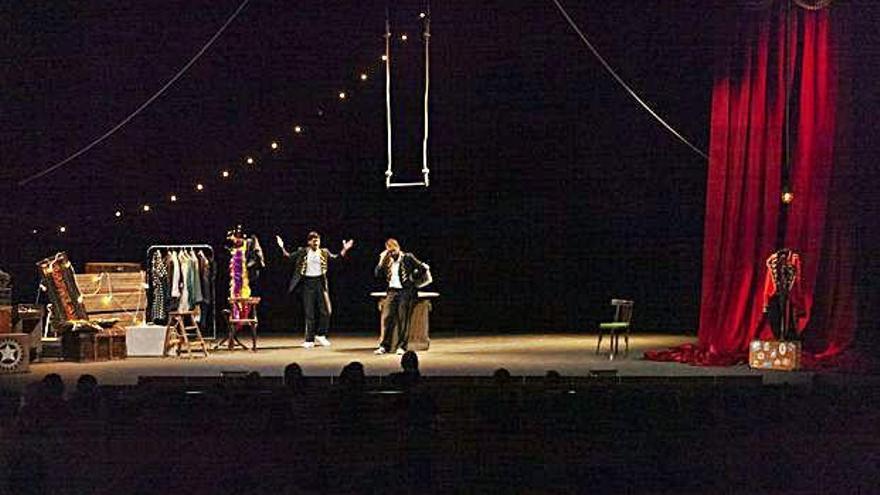 """El teatro y la familia se entrelazan en la obra """"¿Hacia  dónde vuelan las moscas?"""""""
