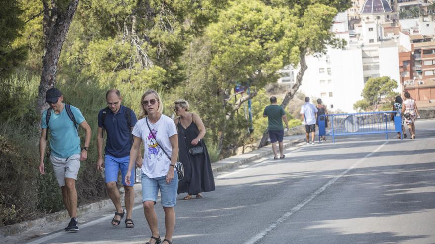 El PSOE denuncia el castigo de Barcala al turismo al no buscar alternativa para subir al Castillo de Santa Bárbara