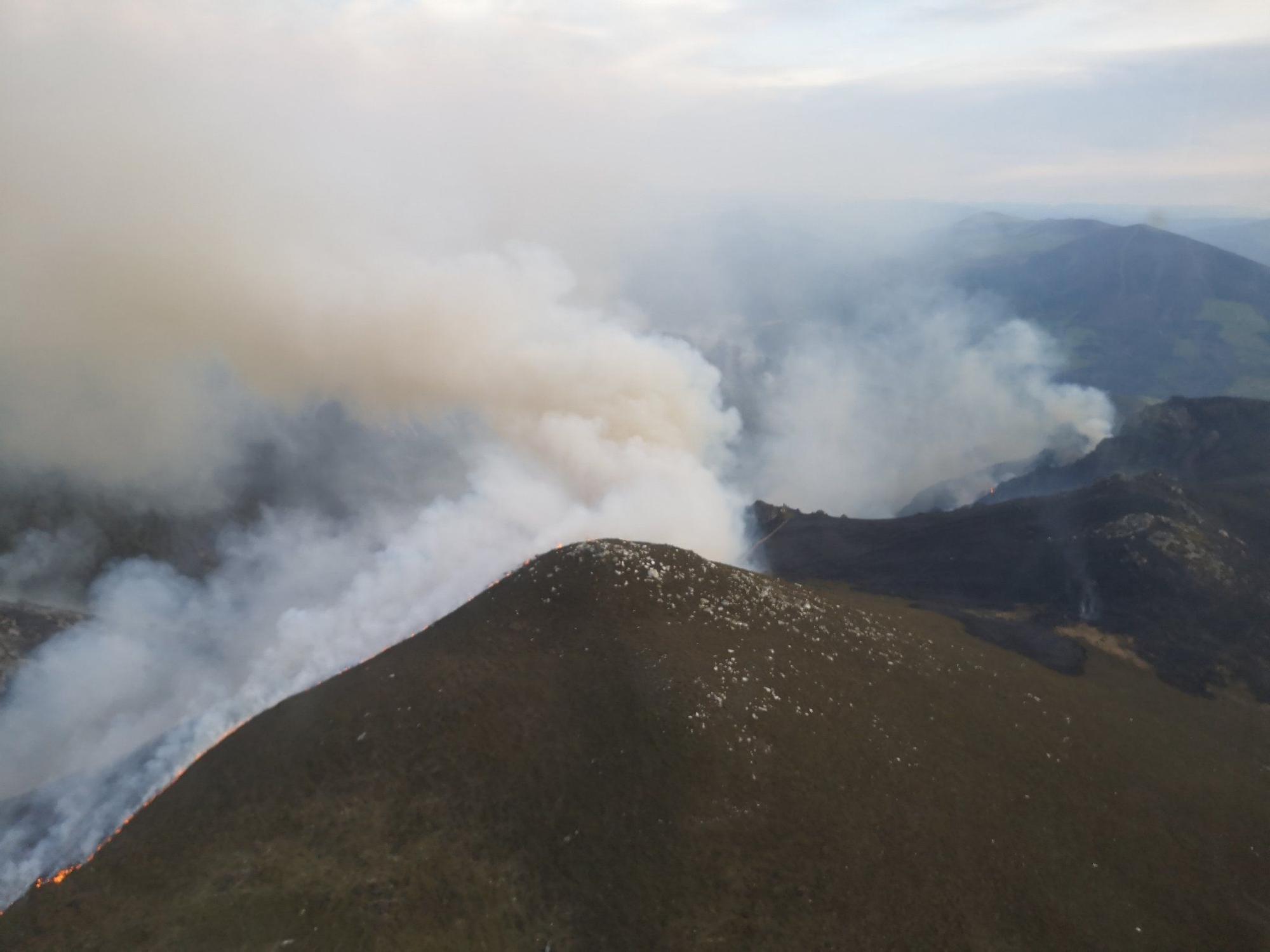 Incendio forestal en Allande