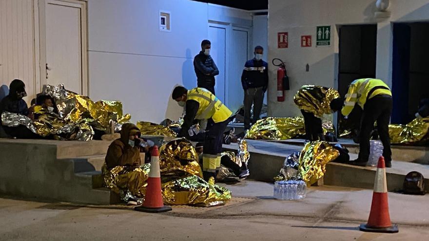 15 brotes de covid relacionados con la llegada de inmigrantes en pateras, casi la mitad de los producidos en Canarias