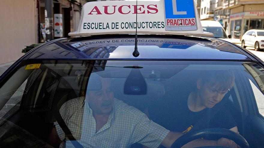El Gobierno gallego dará ayudas a los jóvenes para sacarse el carné de conducir