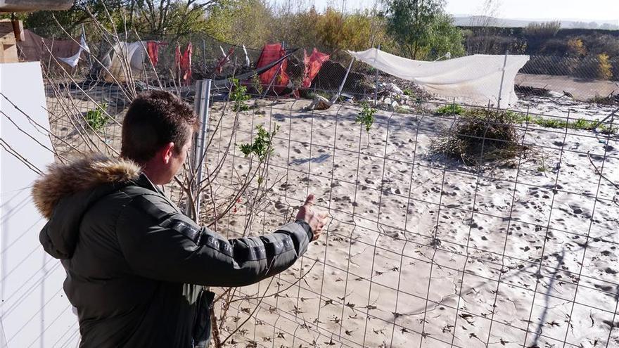 Urbanismo demolerá 14 viviendas ilegales situadas junto al río en Guadalvalle