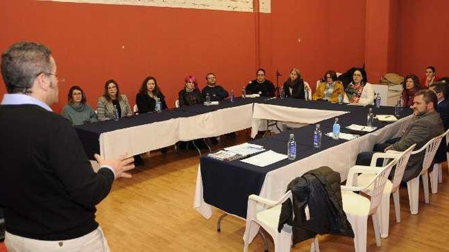 La charla sobre comercio del Pontiñas cita a 30 empresarios
