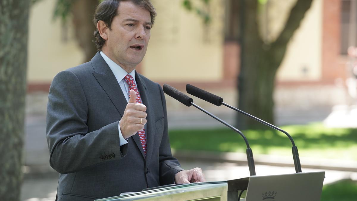 El presidente Mañueco durante una rueda de prensa.