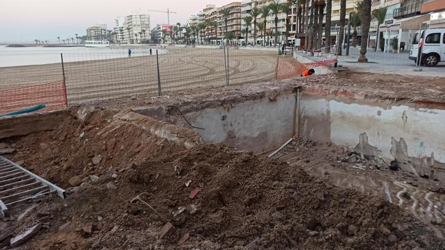 """Costas derriba el kiosco """"Jose María"""" de la playa del Cura de Torrevieja"""