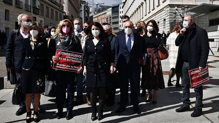 Diez asturianos pedirán la eutanasia cada mes, estiman los promotores de la ley