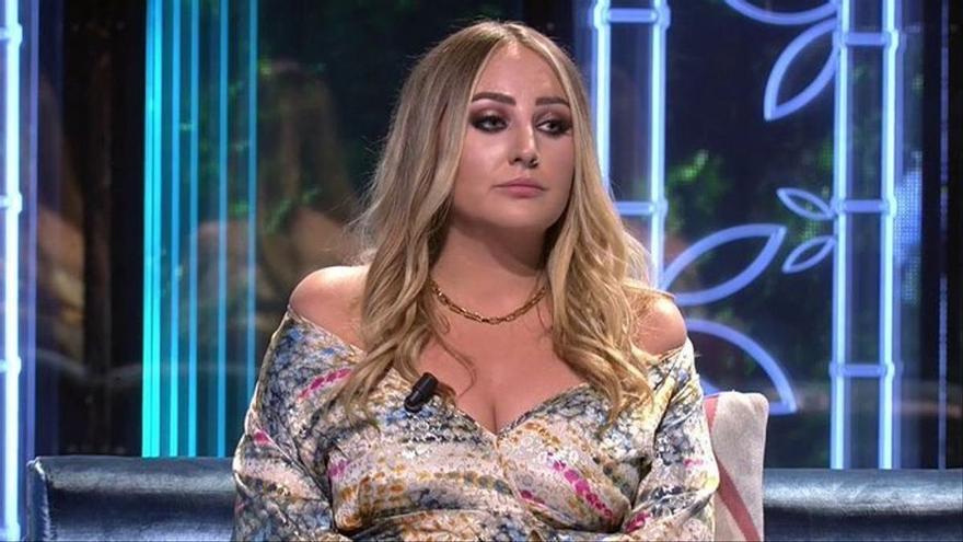 Rocío Flores rompe su silencio sobre el supuesto distanciamiento con su padre y un familiar manda un mensaje a Rocío Carrasco