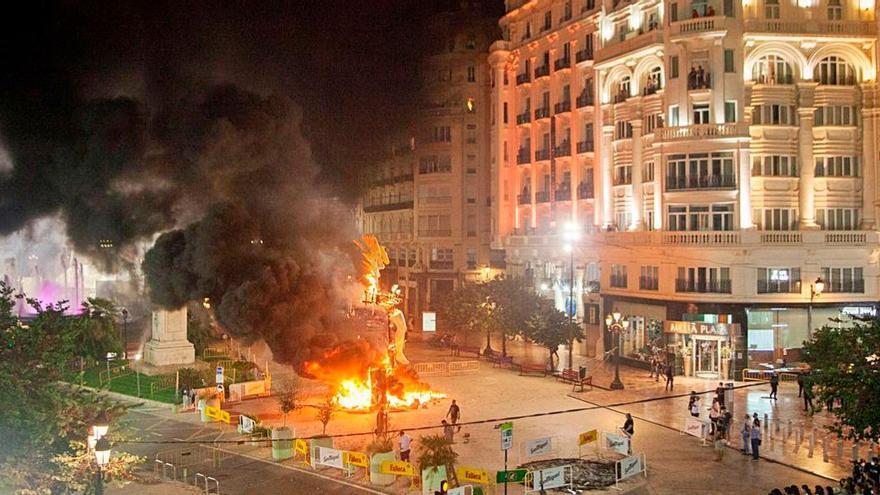 Una foto histórica: Hasta  seis hogueras en la plaza