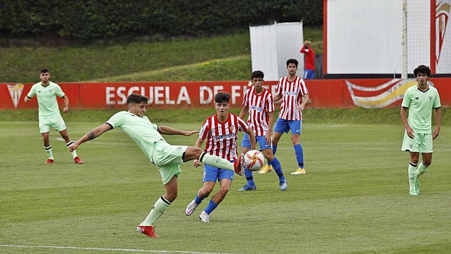 El filial rojiblanco demuestra buenas maneras ante el Bilbao Athletic (2-2)
