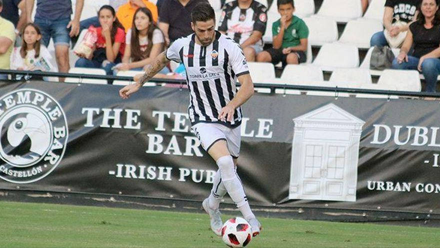 Gálvez evita una lesión grave y podría reaparecer en el Castellón-Mestalla