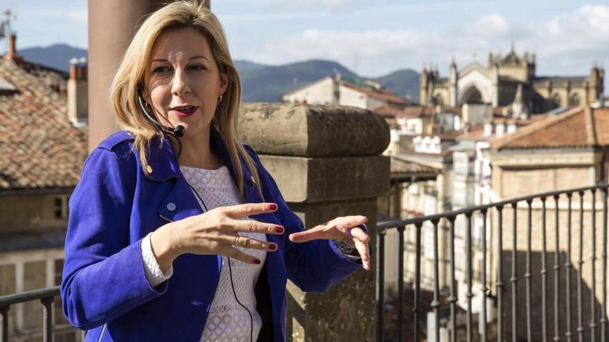 """Eva G. Sáenz de Urturi: """"No he vivido el momento Cenicienta"""""""