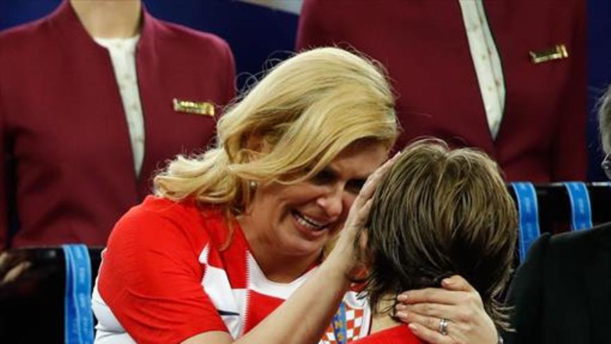 Modric recibe el balón de oro como el jugador más brillante de este Mundial