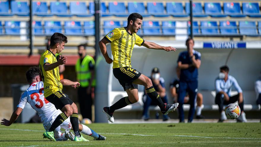 El Oviedo pierde ante la Cultural Leonesa en un partido marcado por el calor (2-1)