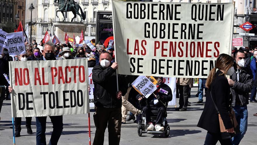 Cientos de personas se manifiestan en Madrid contra la privatización de las pensiones