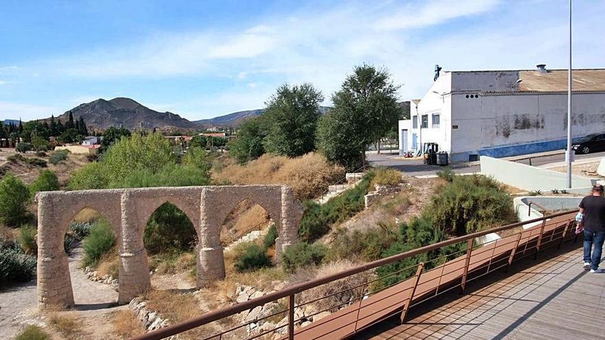 Un hombre evita que una menor salte al vacío desde un puente en Alicante