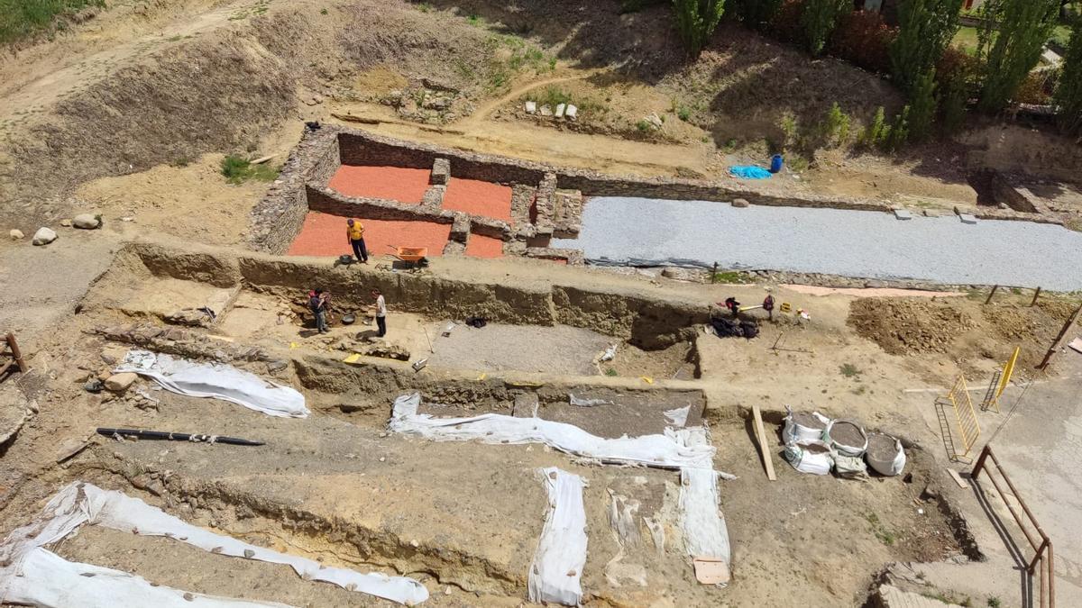 Les restes del Fòrum Romà de Llívia, a tocar de l'església