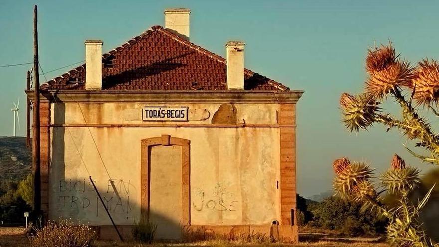 Torás convertirá la antigua estación de tren en un albergue para usuarios de la Vía Verde