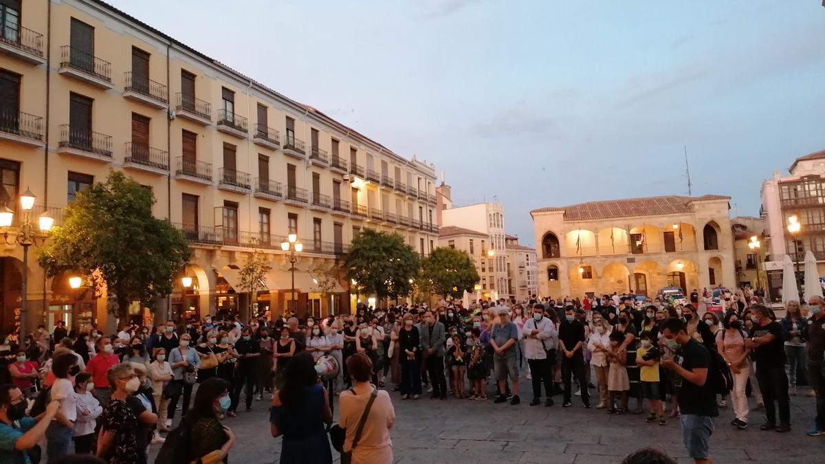 Momento de la concentración en la Plaza Mayor de Zamora.