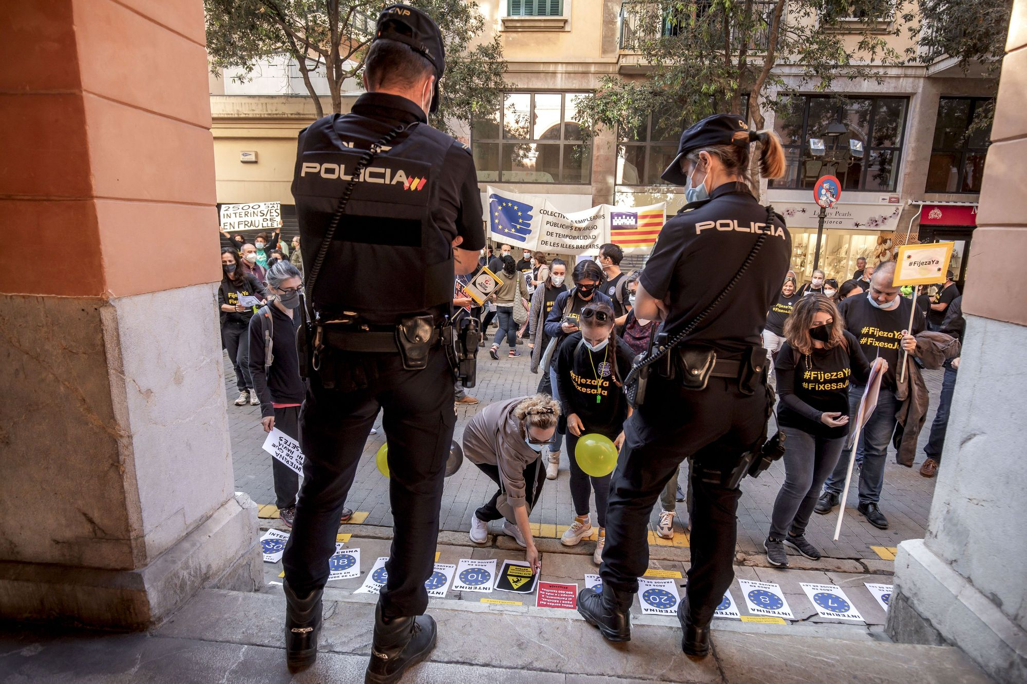 Los funcionarios interinos se manifiestan en Palma