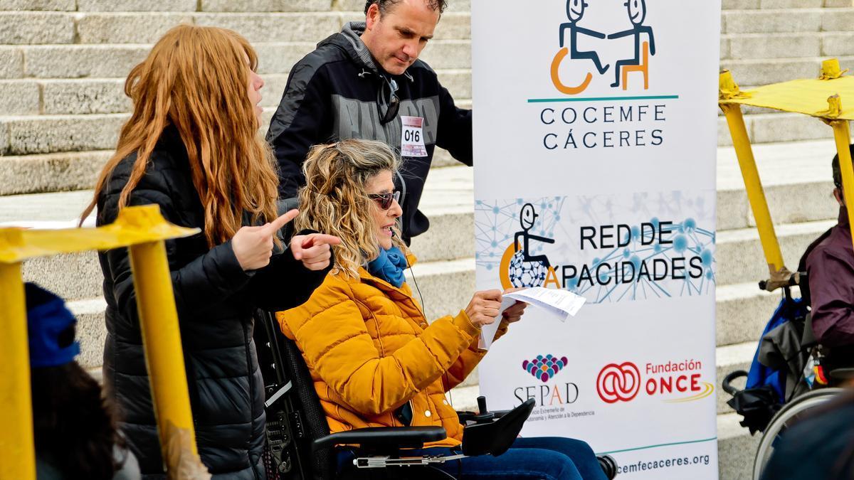 Usuarios de Cocemfe Cáceres en una actividad.
