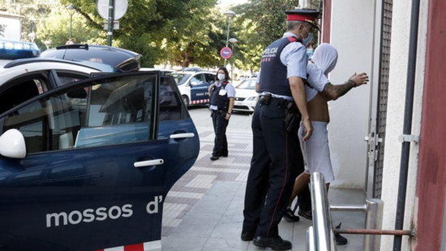 Els tres mossos acusats de tràfic de drogues entren a presó sense fiança