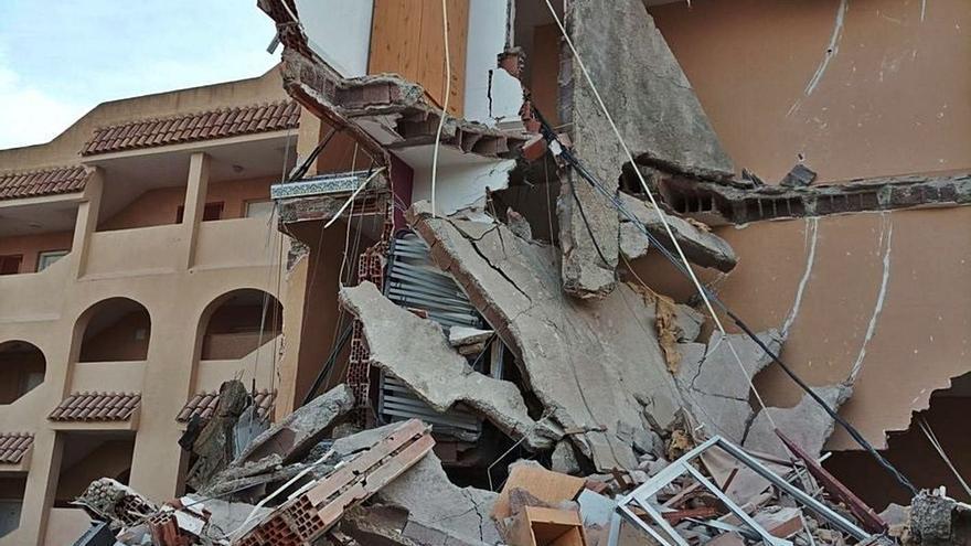 Almenys dues persones atrapades en l'ensorrament d'un edifici a Peníscola