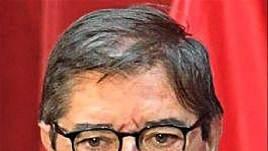 Julio Abalde presenta su candidatura a la reelección como rector