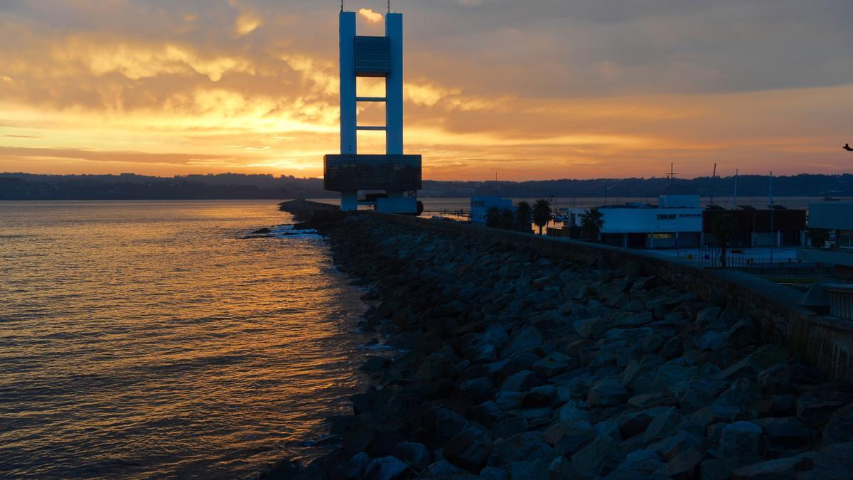 Vista de la Torre de Control Marítimo de A Coruña.