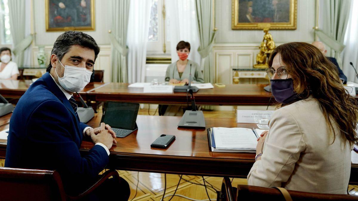 El vicepresidente de la Generalitat, Jordi Puigneró, y la 'consellera' de Presidència, Laura Vilagrà, este lunes antes de la reunión.