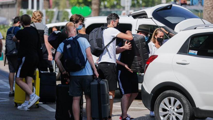 El aeropuerto de Ibiza no recupera ni la mitad del tráfico de viajeros de 2019 hasta septiembre