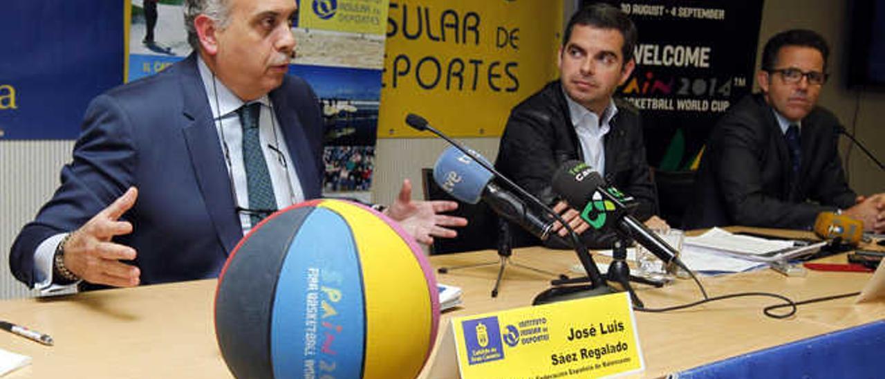 José Luis Sáez, Lucas Bravo de Laguna y Pascual Martínez, durante la rueda de prensa que ofrecieron ayer.