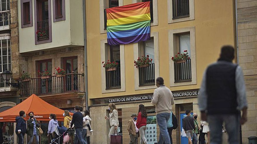 La fachada del Campoamor lucirá la bandera arcoíris por el Día del Orgullo LGTBI