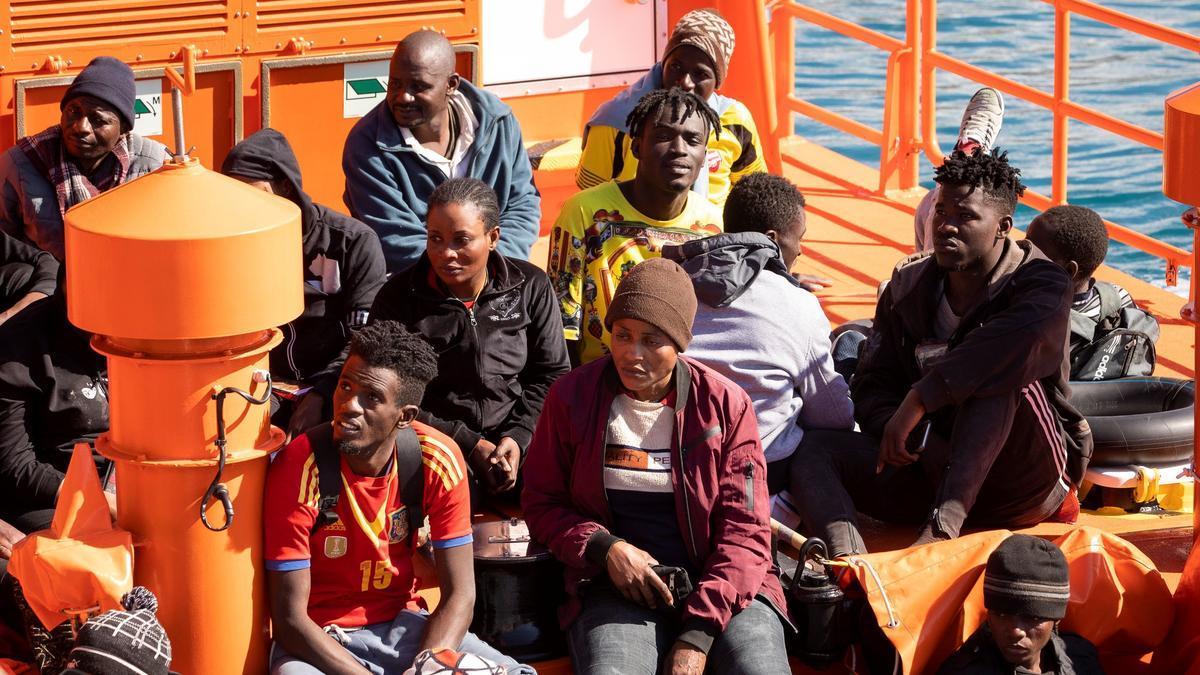 Llegada al muelle de Arguineguín de un grupo de inmigrantes rescatados esta mañana