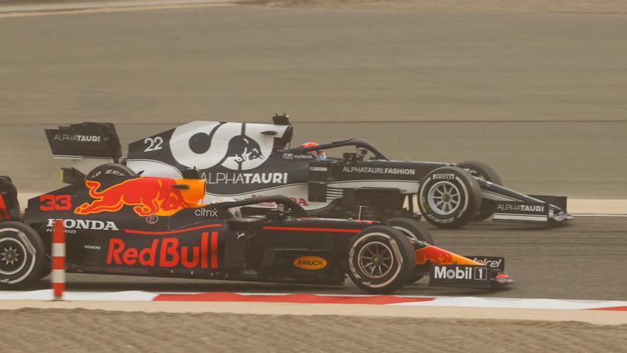 Verstappen manda en los entrenamientos en Baréin, con Sainz tercero y Alonso noveno