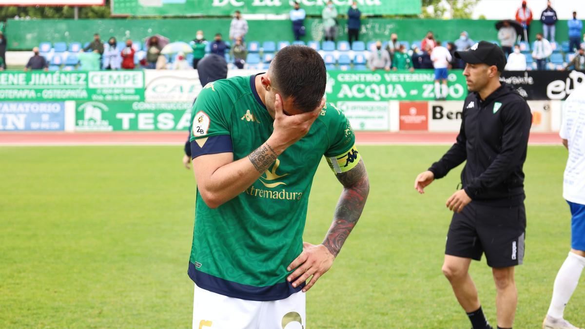 Desolación de un jugador del Villanovense al final.