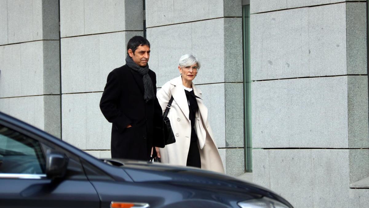 Trapero al costat de l'advocada, Olga Tubau.