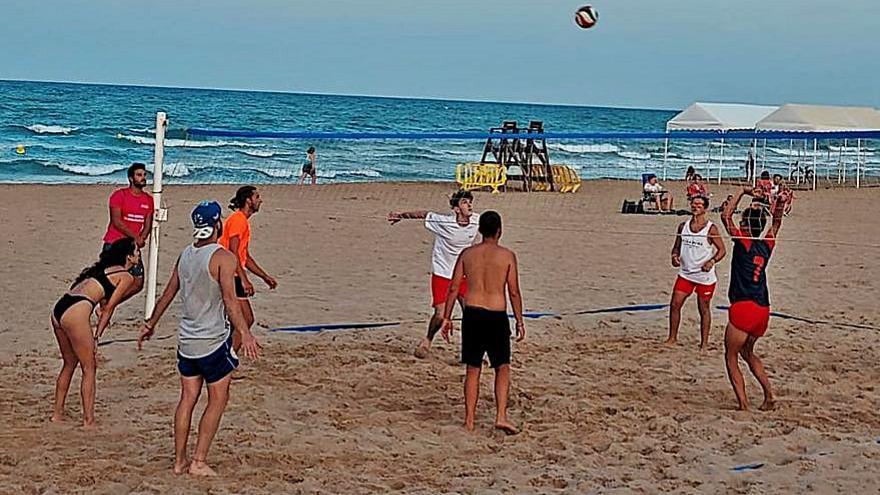 Playa de Xeraco  Gran éxito de participación en  el torneo de voley