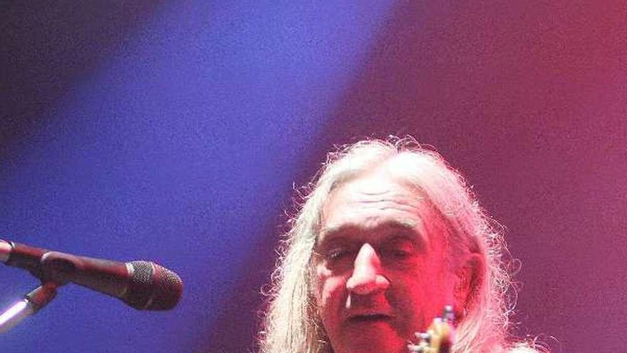 Rosendo cumple 65 años desde el retiro