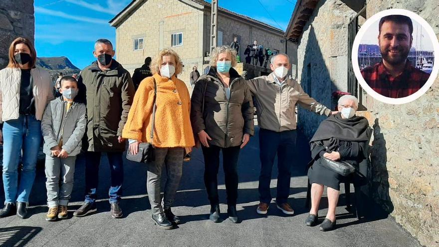 """La familia del joven sanitario gijonés que falleció por covid, en el Pueblo Ejemplar: """"Le hubiera encantado estar aquí"""""""