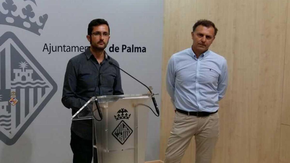El exconcejal Joan Ferrer con el gerente de la SMAP, Pedro Manera.