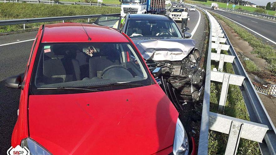 Tres heridos en un choque por alcance en la autovía a la altura de Coaña