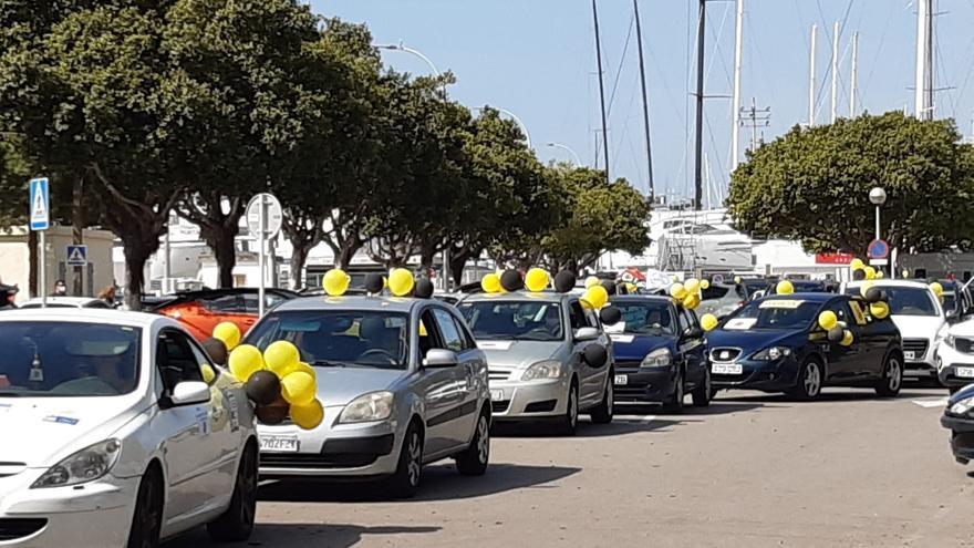 Casi 200 vehículos participan en Palma en la sexta caravana nacional contra la temporalidad abusiva en administraciones