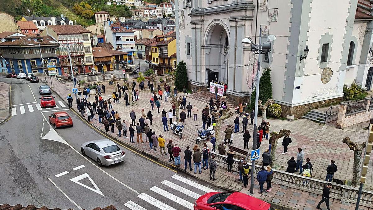 Concentraciones de apoyo a las encerradas de Mieres | JAMÍN CASTAÑÓN
