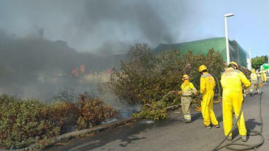 Controlado el incendio de La Palma, que afecta a 300 hectáreas y unas 60 viviendas