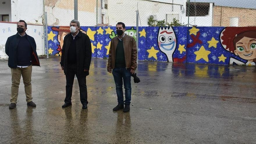 Un mural en el CEIP Miragenil de Puente Genil enseña a los alumnos participación y consenso