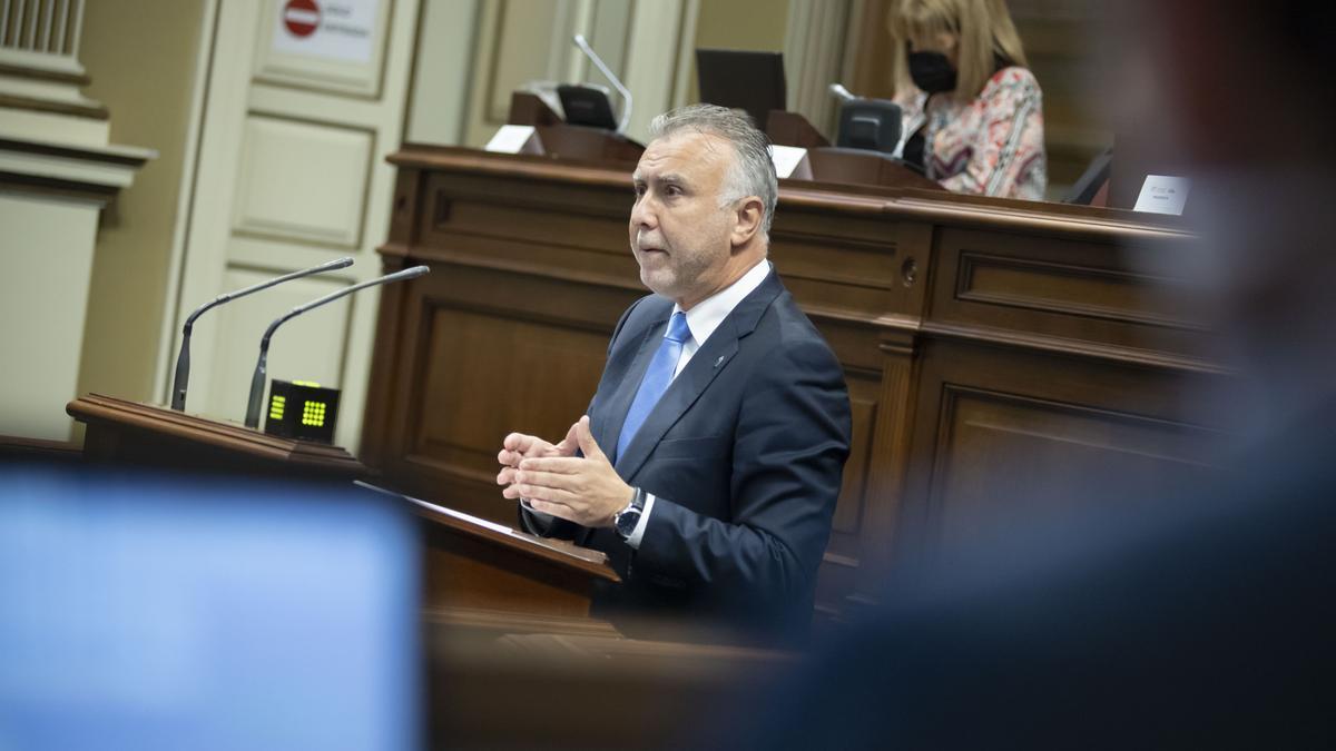 El presidente Ángel Víctor Torres interviene en el Parlamento de Canarias.