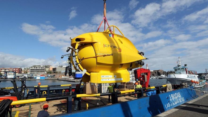 Preparación del Ictineu 3 para las inmersiones en Canarias