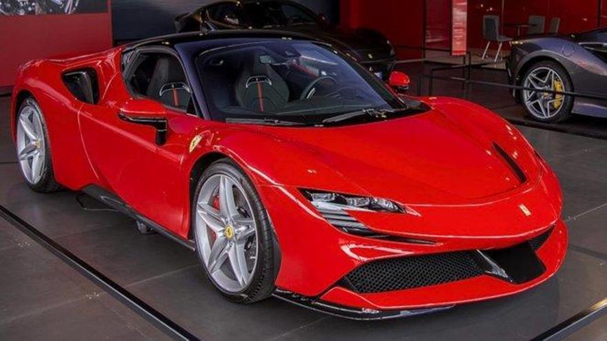 Solicita ayuda para el COVID-19 y se compra un Ferrari con ese dinero